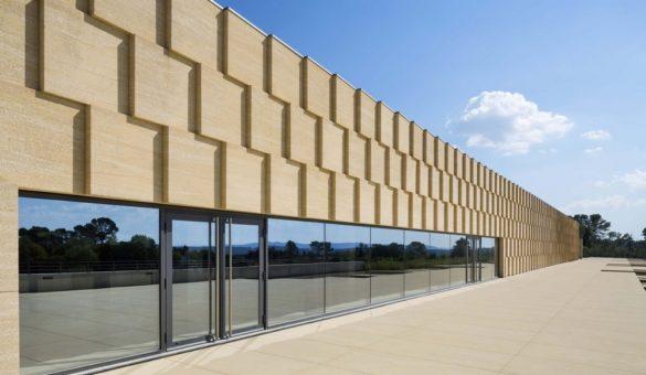 les_domaines_ott_chateau_de_selle_architecture_vignoble_facade